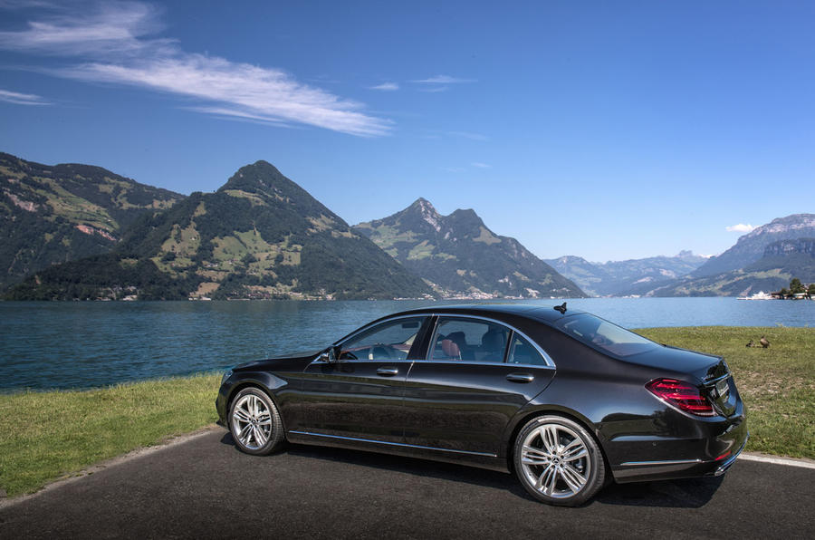Mercedes-Benz S400d 4Matic rear quarter