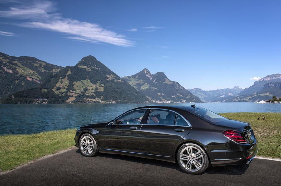 Mercedes-Benz S400d 4Matic rear quarter