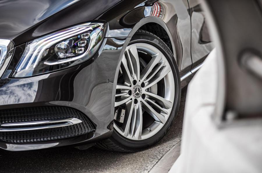 Mercedes-Benz S400d 4Matic alloy wheels