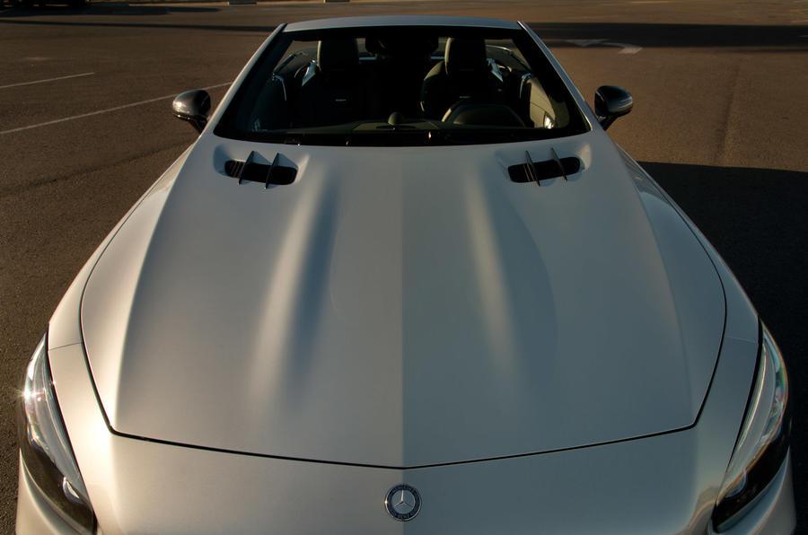 Mercedes-AMG SL 63 bonnet vents