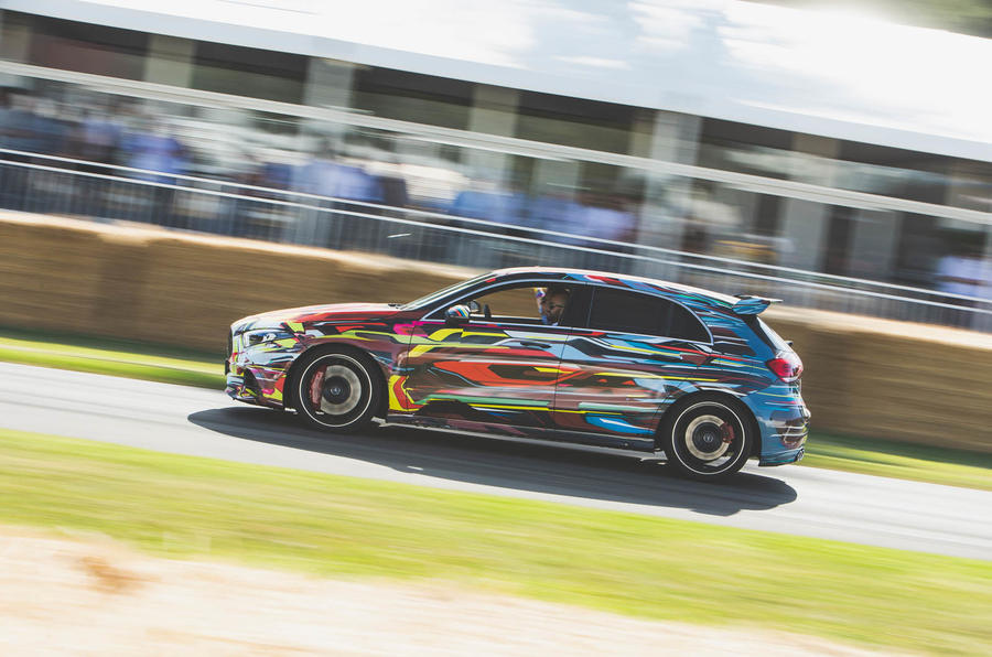 Mercedes-AMG A45 S panning