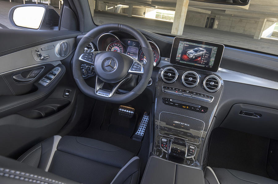 Mercedes-AMG GLC 63 S Coupé dashboard