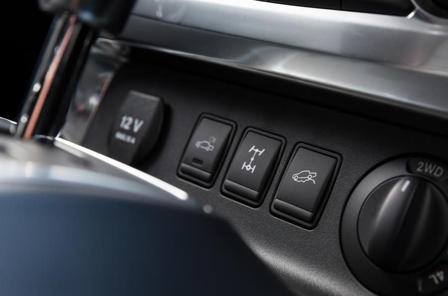 Mercedes-Benz X-Class switchgear