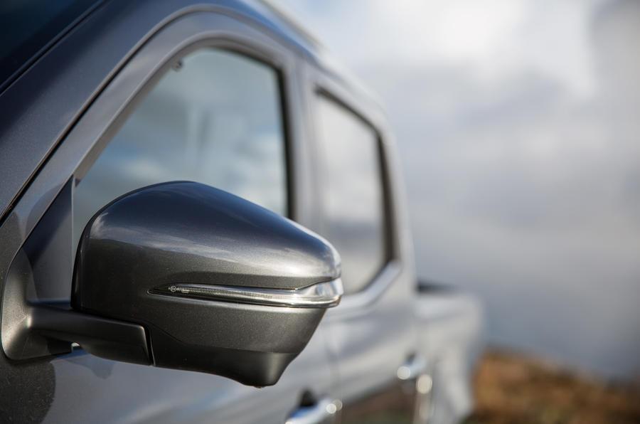 Mercedes-Benz X-Class wing mirrors
