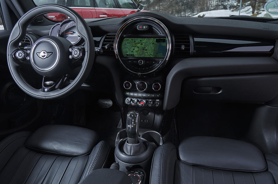 Mini Cooper D DCT dashboard