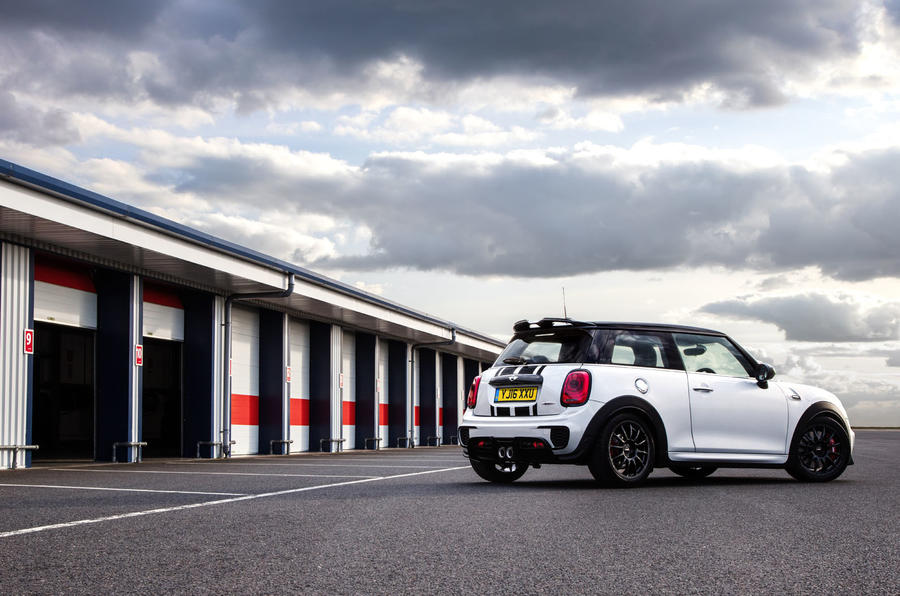 Mini JCW Challenge in the pits