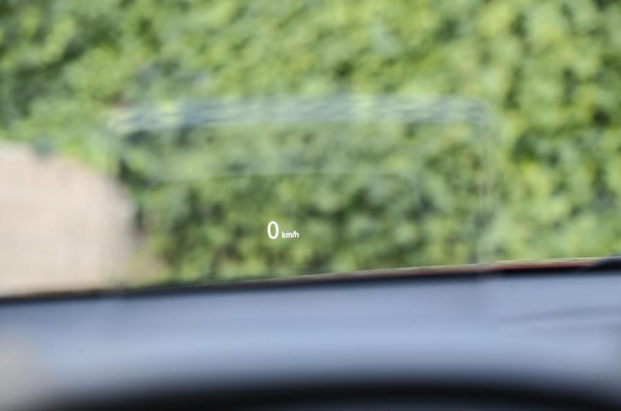 Mitsubishi Eclipse Cross head-up display