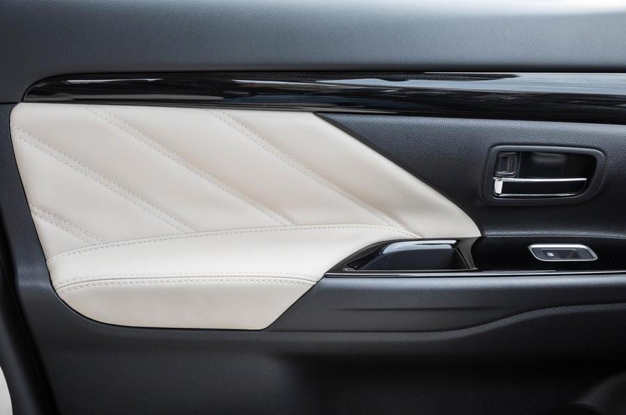 2017 Mitsubishi Outlander PHEV 5h review