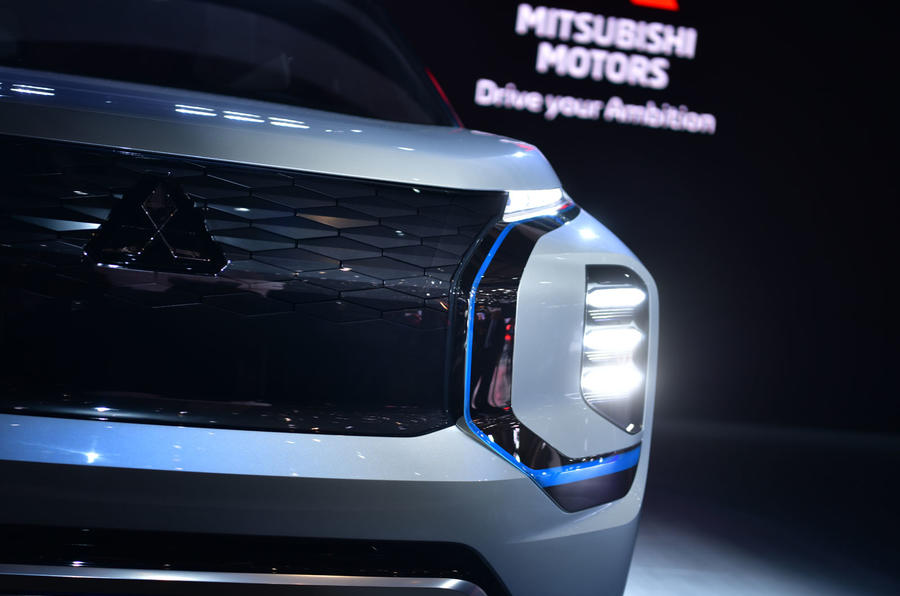 tsubishi Engelburg Tourer Geneva stand - front bumper