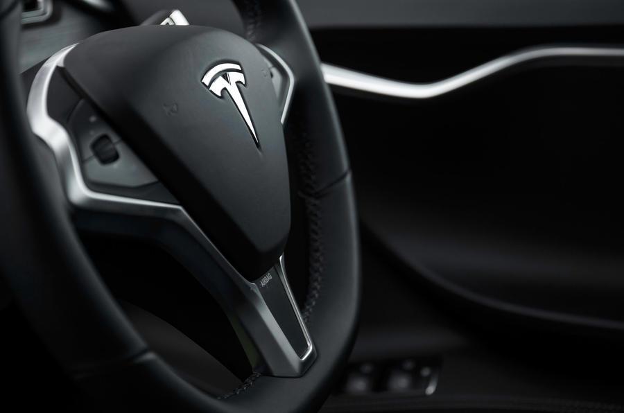 Tesla Model S 7.0 steering wheel