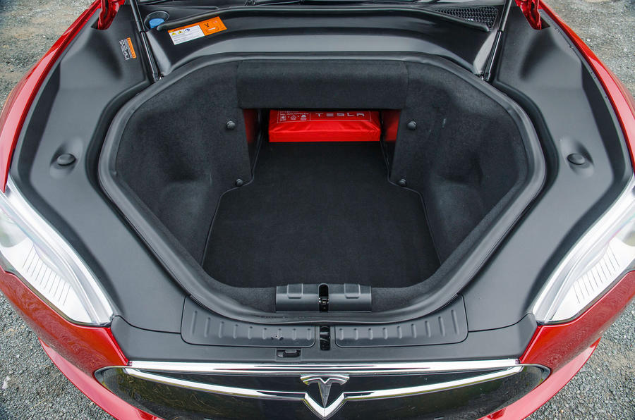 Tesla Model S 7.0 front boot space