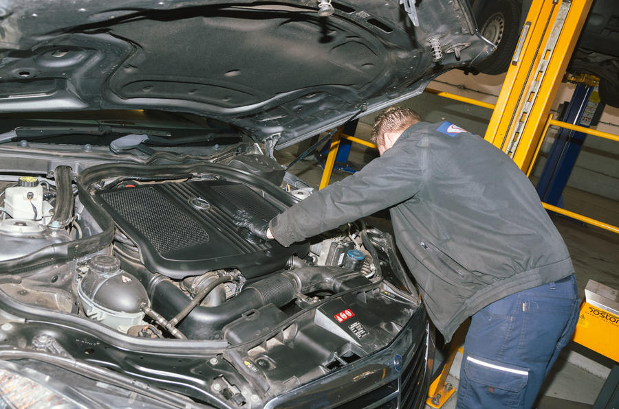 Motest car testing - engine inspection
