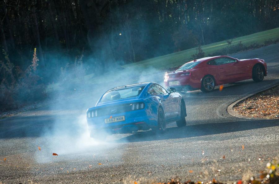 Mustang vs Camaro