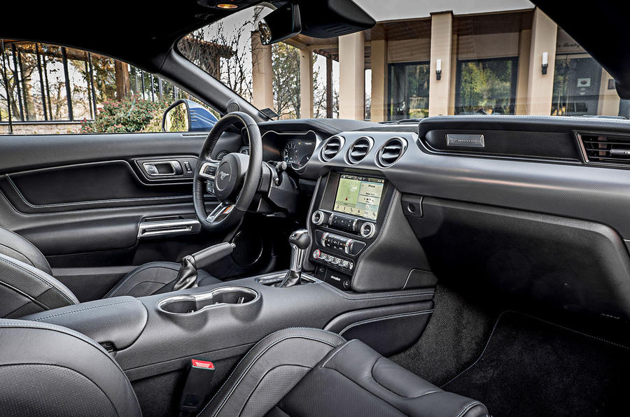 Ford Mustang 2.3 EcoBoost 2018 review interior