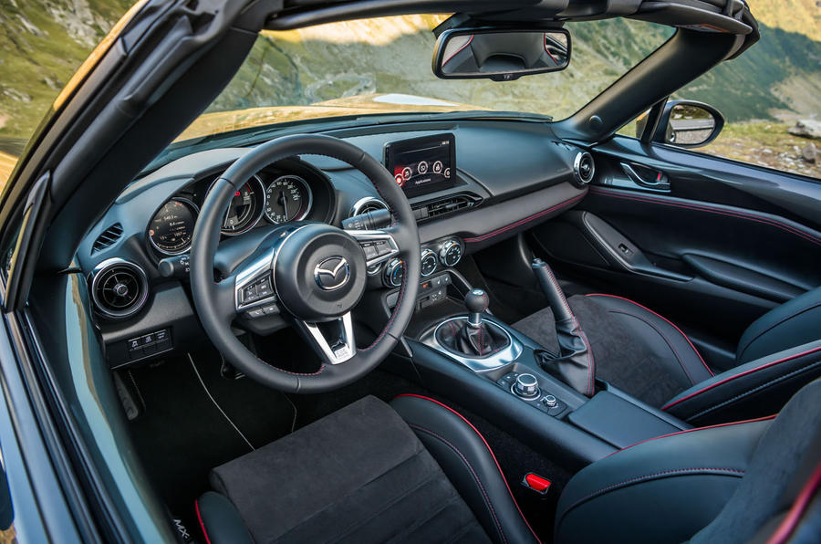 Mazda MX-5 Skyactiv-G 2.0 2018 first drive review dashboard