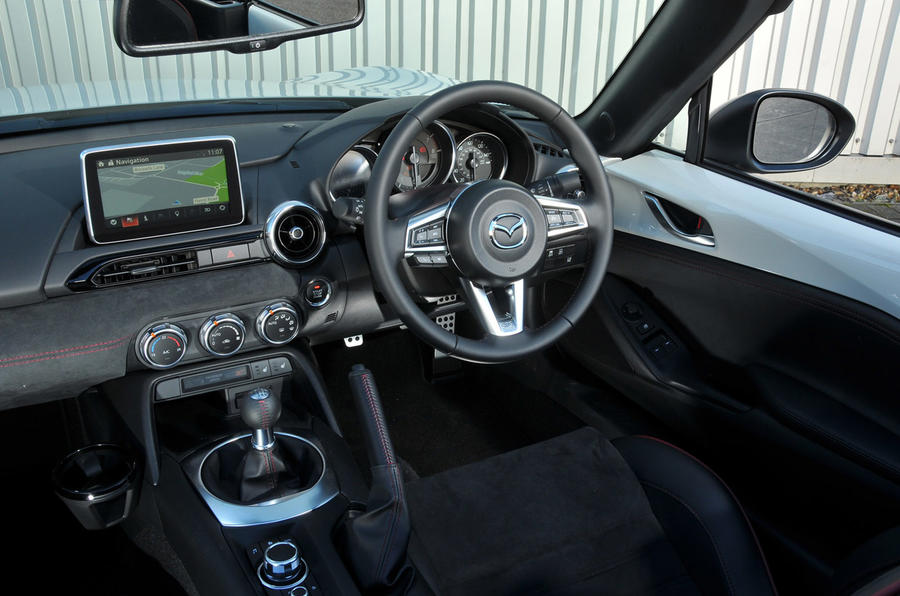 Mazda MX-5 Recaro dashboard