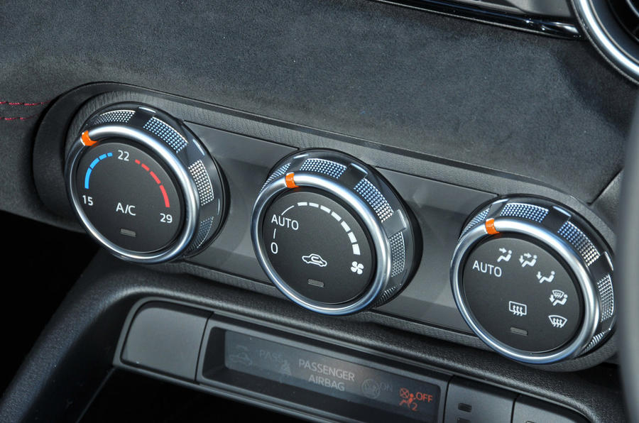 Mazda MX-5 Recaro Sport climate control