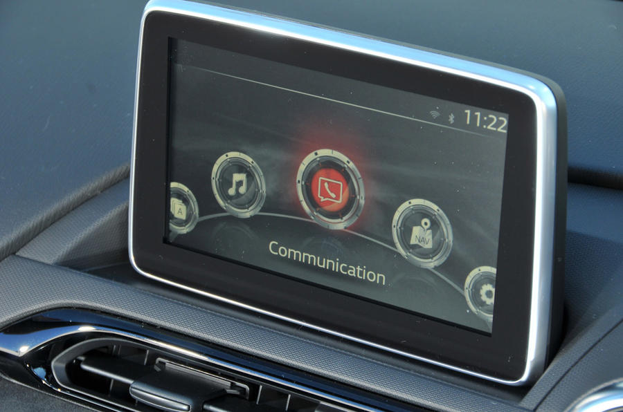Mazda MX-5 Recaro infotainment