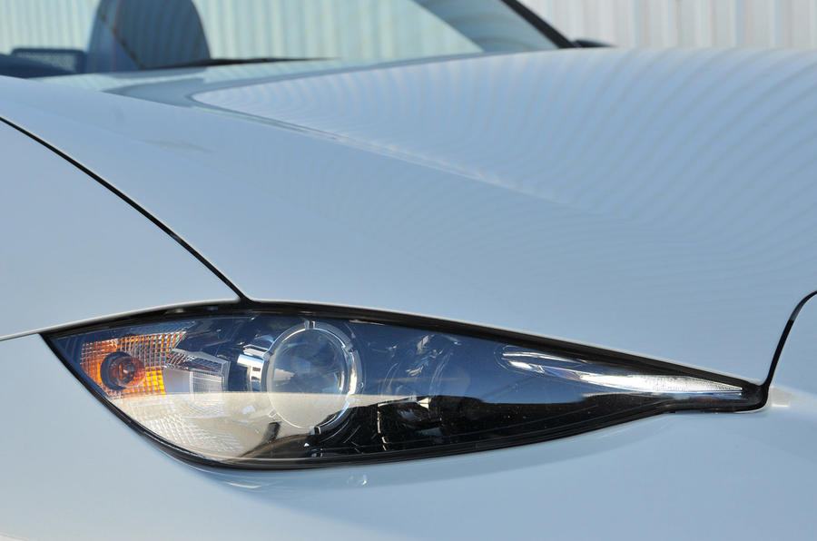 Mazda MX-5 Recaro Sport headlights