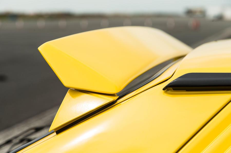 Ford Focus RS vs Lancia Delta HF Integrale Evo 1