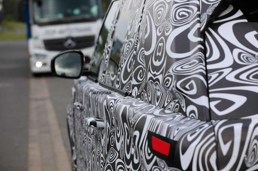 New Range Rover spyshot windowline