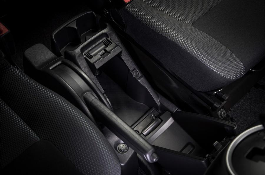 Nissan e-NV200 Evalia central storage cubby hole