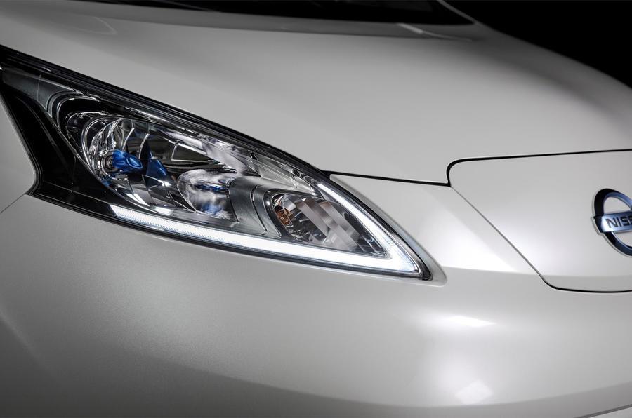 Nissan e-NV200 Evalia headlights