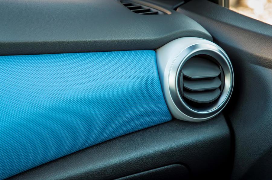 Nissan Micra 1.0 dashboard trim
