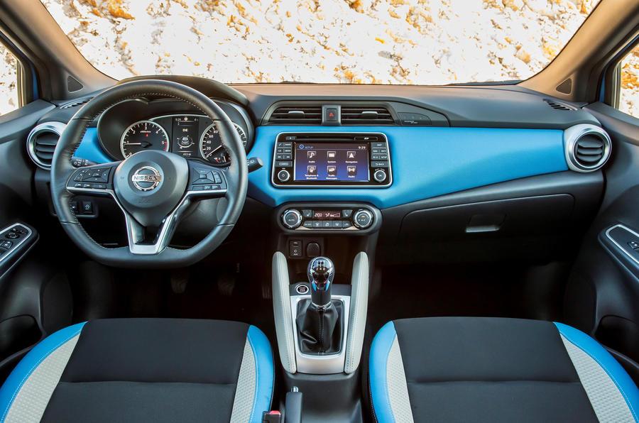 Nissan Micra 1.0 dashboard