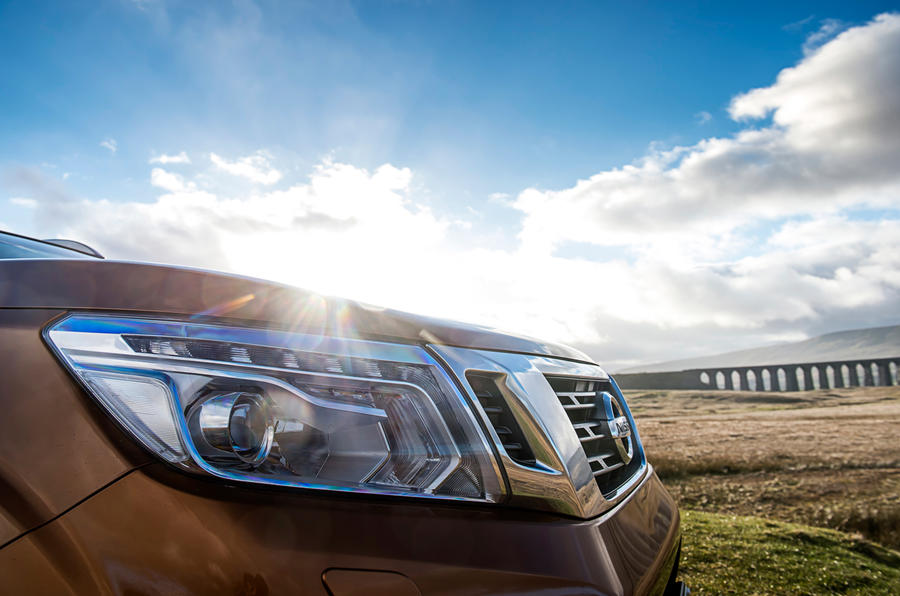 Nissan Navara LED headlights