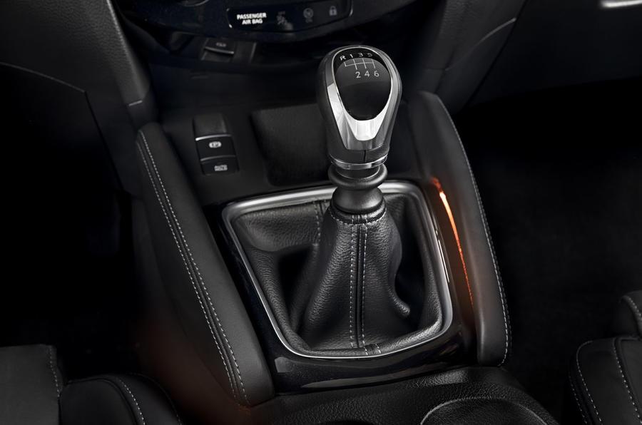 Nissan Qashqai 2018 gearstick image