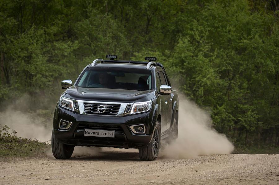 Nissan Navara Trek-1° on gravel