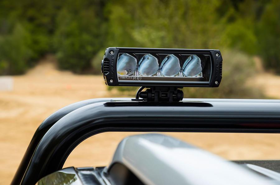Nissan Navara Trek-1°LED lights