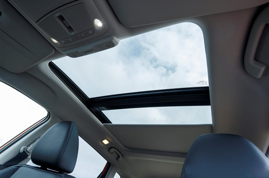 Nissan X-Trail panoramic sunroof