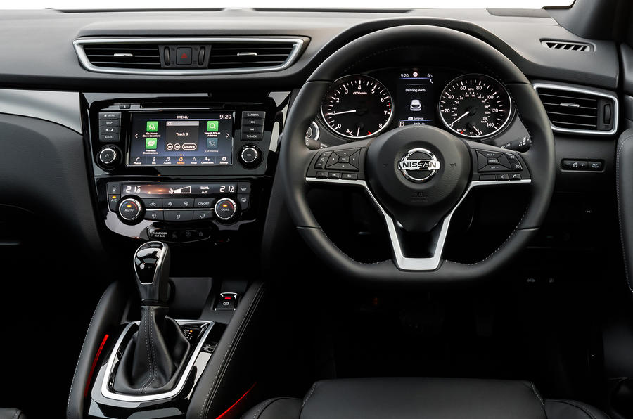 Nissan Qashqai 2018 UK first drive review - steering wheel