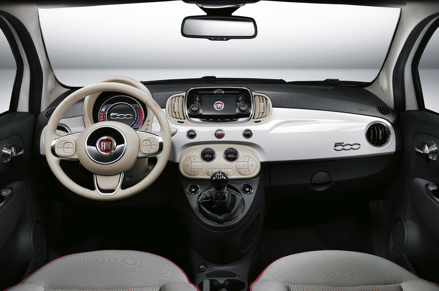 Fiat 500 Lounge dashboard
