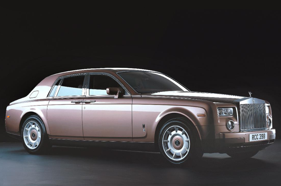 Rolls-Royce Phantom VIII gold