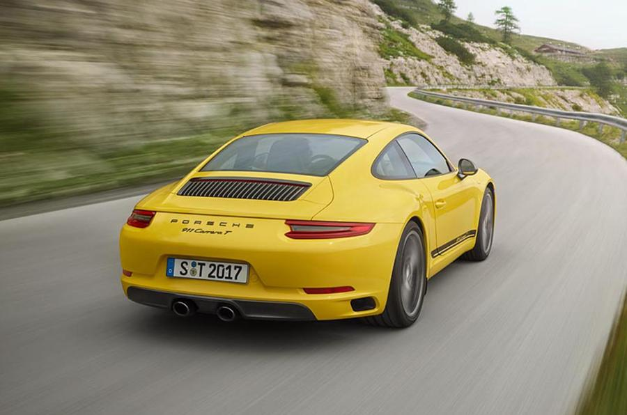 Porsche 911 Carrera T is lighter, gets manual transmission