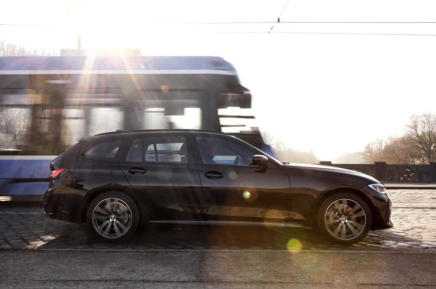 2020 BMW 330e Touring - side