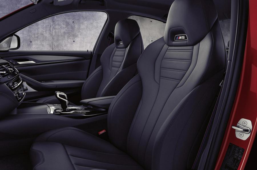 BMW M5 2020 - front seats