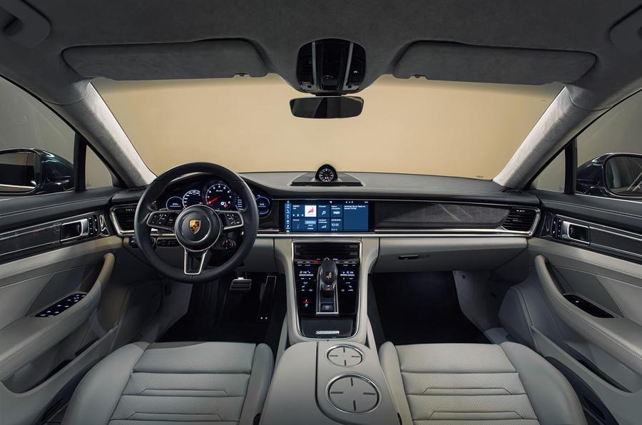 Porsche Panamera Turbo dashboard