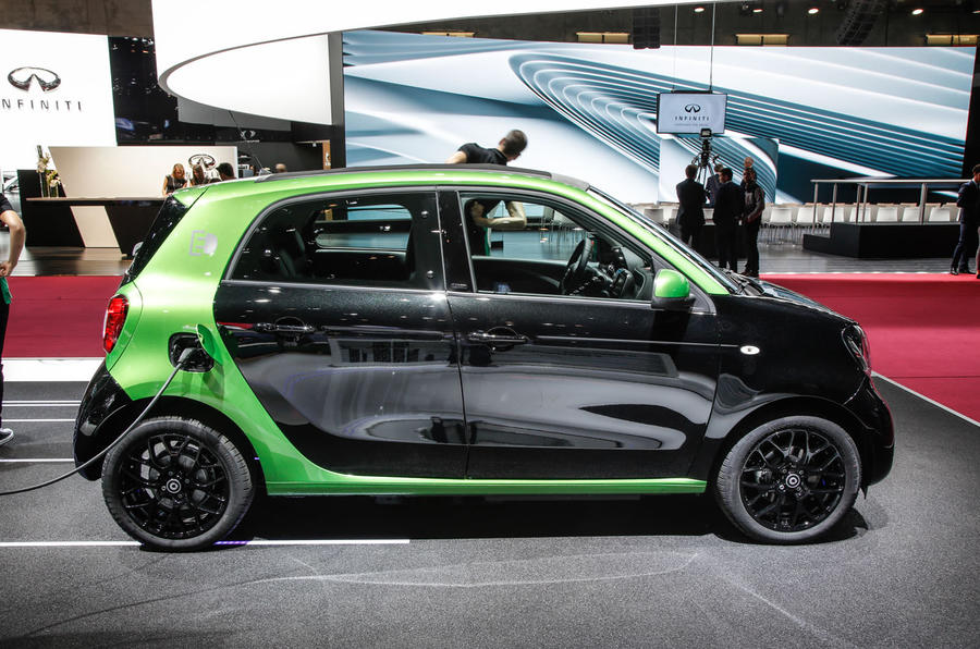 Smart Fortwo, Fortwo cabriolet and Forfour Electric Drive revealed