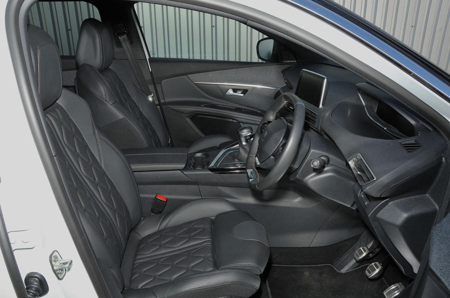 Peugeot 5008 interior