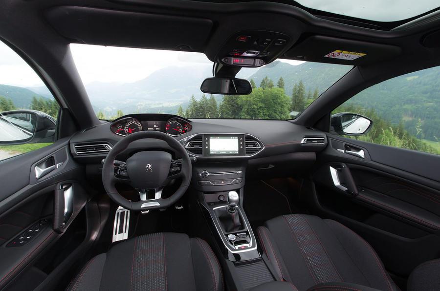 Peugeot 308 1 5 bluehdi 130 gt line 2017 review review for Interieur 308 gt line