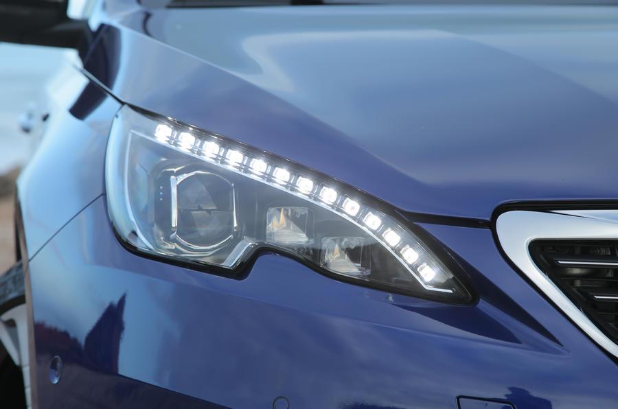 Peugeot 308 GT LED day running lights