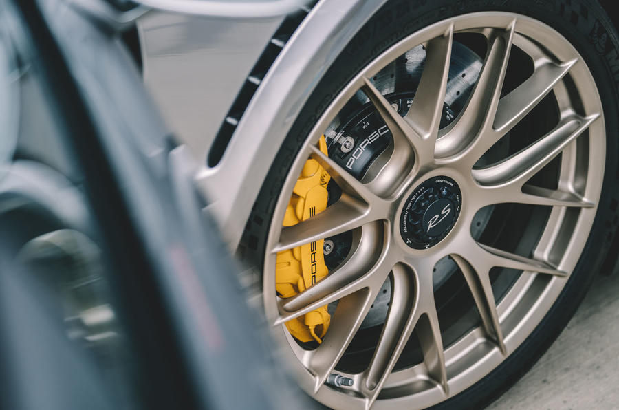 Porsche 911 GT2 RS alloy wheels