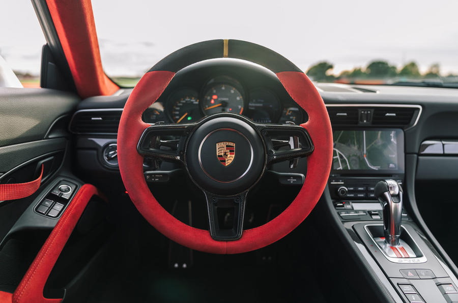 Porsche 911 GT2 RS dashboard