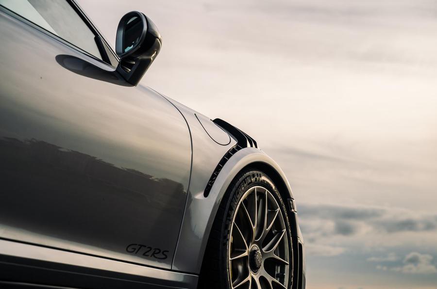 Porsche 911 GT2 RS front wheel arch