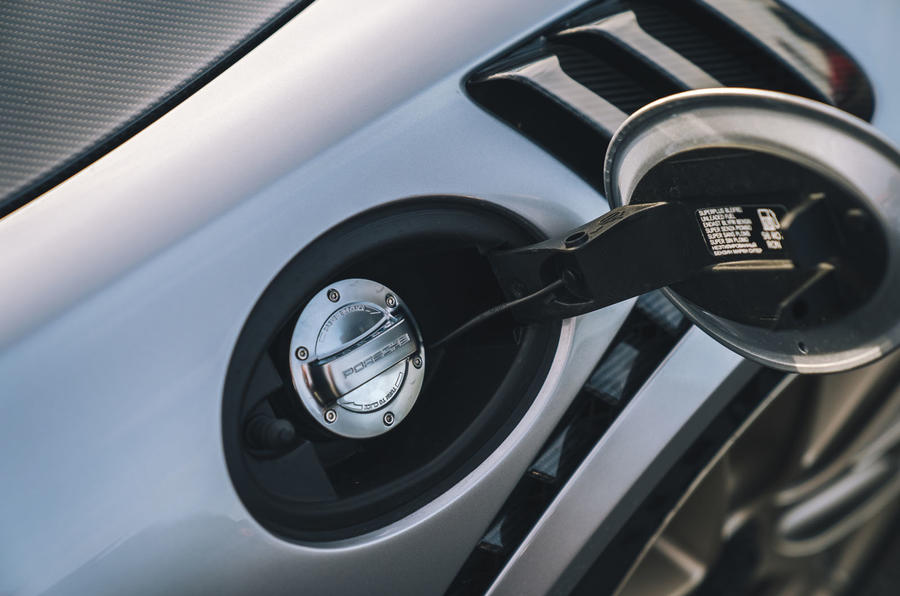 Porsche 911 GT2 RS fuel cap