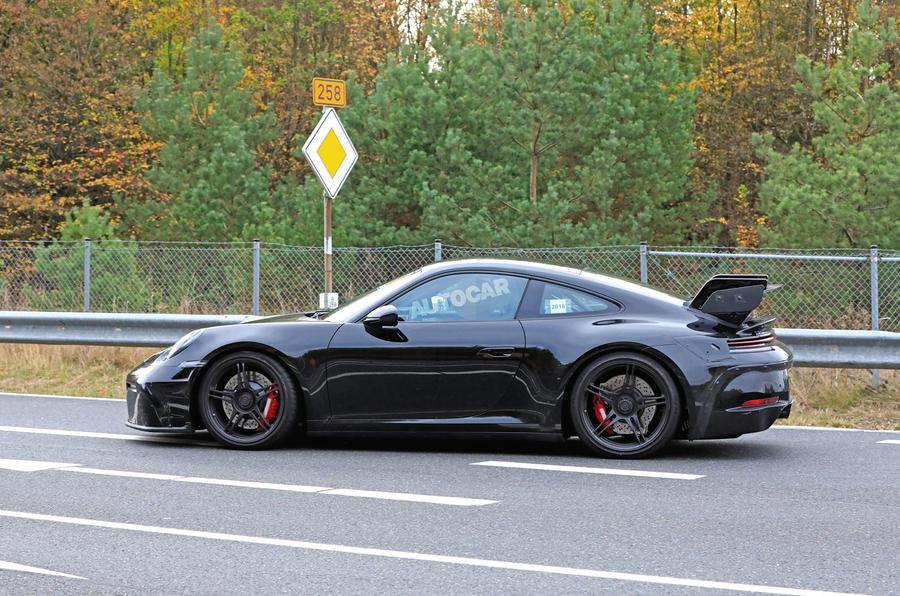 2020 Porsche 911 GT3 spies prolongation physique side